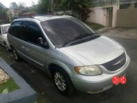 Good as new Town and Country 2003 for sale