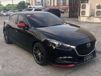 Selling 2nd Hand Mazda 3 2017 Hatchback at 28000 km for sale