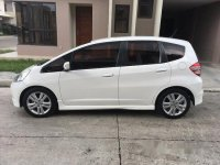 Selling White Honda Jazz 2010 at 77000 km