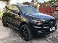 Selling Black Ford Everest 2016 at 38000 km