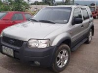 Selling Ford Escape 2004 at 125000 km