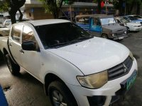Selling White Mitsubishi Strada 2013 Manual Diesel at 55000 km