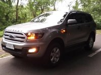 Silver Ford Everest 2018 for sale in Manual