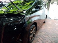 Selling Black Toyota Alphard in Caloocan