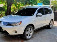 Selling White Mitsubishi Outlander 2014 in Marikina