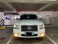 Sell White Ford Everest in Mandaluyong