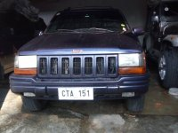 Selling Black Jeep Grand Cherokee 2011 in Quezon City