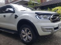 Selling White Ford Everest 2016 in Gapan