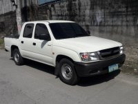 White Toyota Hilux 2003 for sale in Angeles