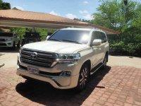 Selling White Toyota Land Cruiser 2019 in Manila