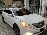 White Hyundai Sonata 2010 for sale in Quezon