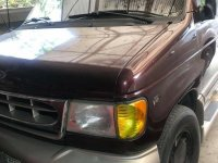 Red Ford Chateau 2001 for sale in Valenzuela