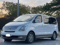 White Hyundai Grand Starex 2015