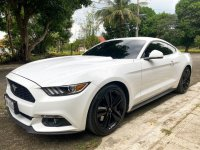 White Ford Mustang 2017