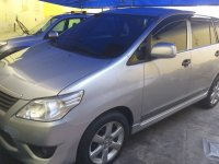 Selling Brightsilver Toyota Innova 2012 in Las Pinas