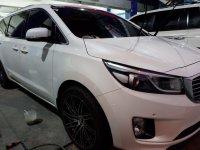 White Kia Carnival 2016 for sale in Automatic