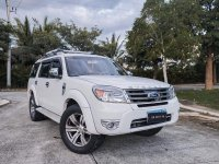 Selling White Ford Everest 2015 in Santa Rosa