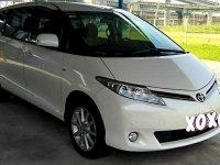 Selling White Toyota Previa 2014 in Makati