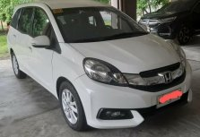 Selling White Honda Mobilio 2015 in Makati